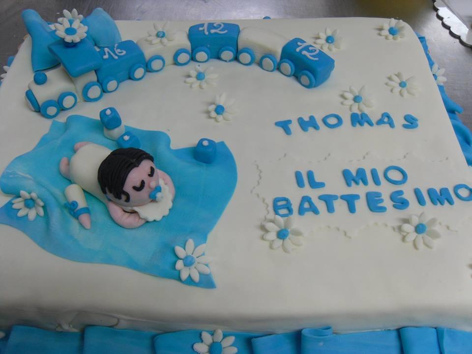 torta con la foto del bambino, incorniciata con decorazioni  spettacolari. Vinci ti invita nella sua pasticceria per conoscere alcune  delle proposte già
